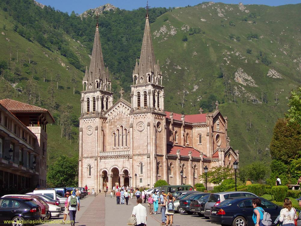 Fotos de covadonga cangas de on s asturias for Oficina turismo cangas de onis