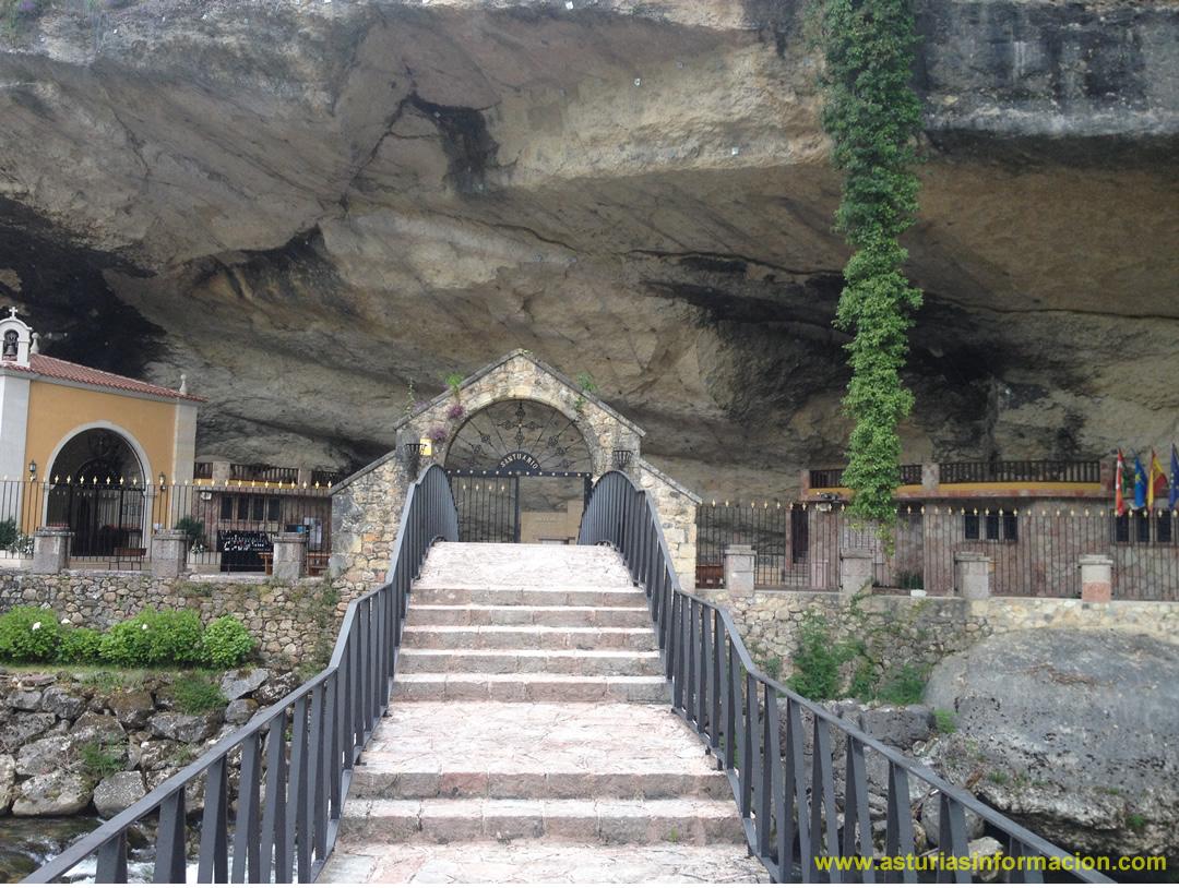 Puente y entrada Santuario Virgen de la Cueva