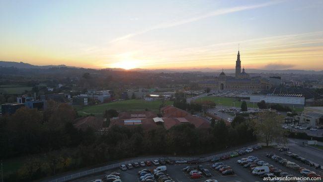 Fotos de La Universidad Laboral de Gijón vista desde el hospital de Cabueñes.